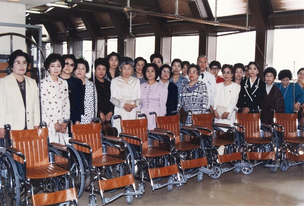 (市立)岡山市民病院へ車椅子寄贈