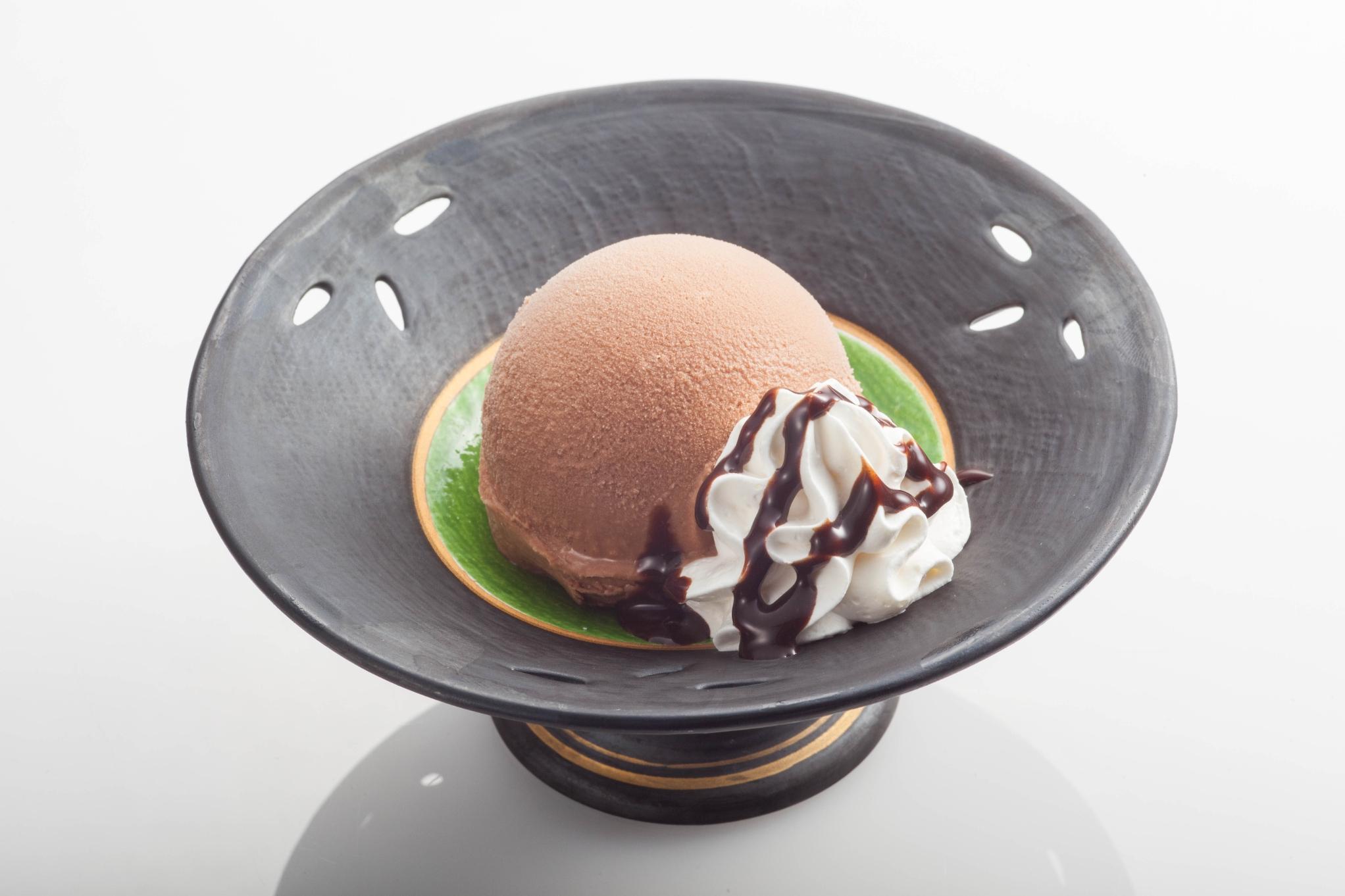 チョコアイス生クリーム添え