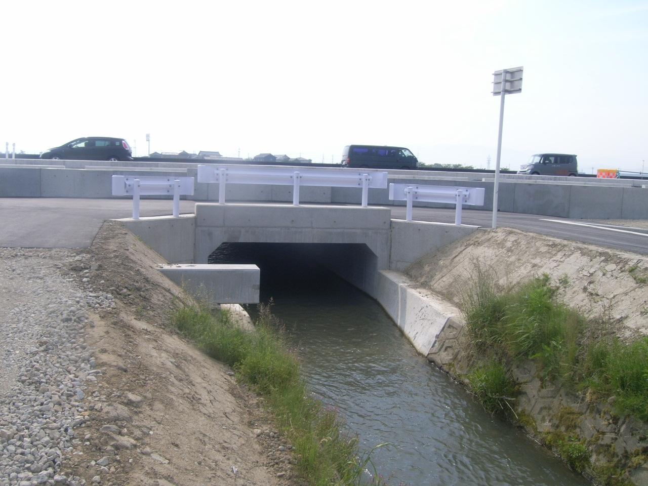 主要地方道 金沢美川小松線 いしかわ広域交流幹線軸道路整備工事(水路工その2)