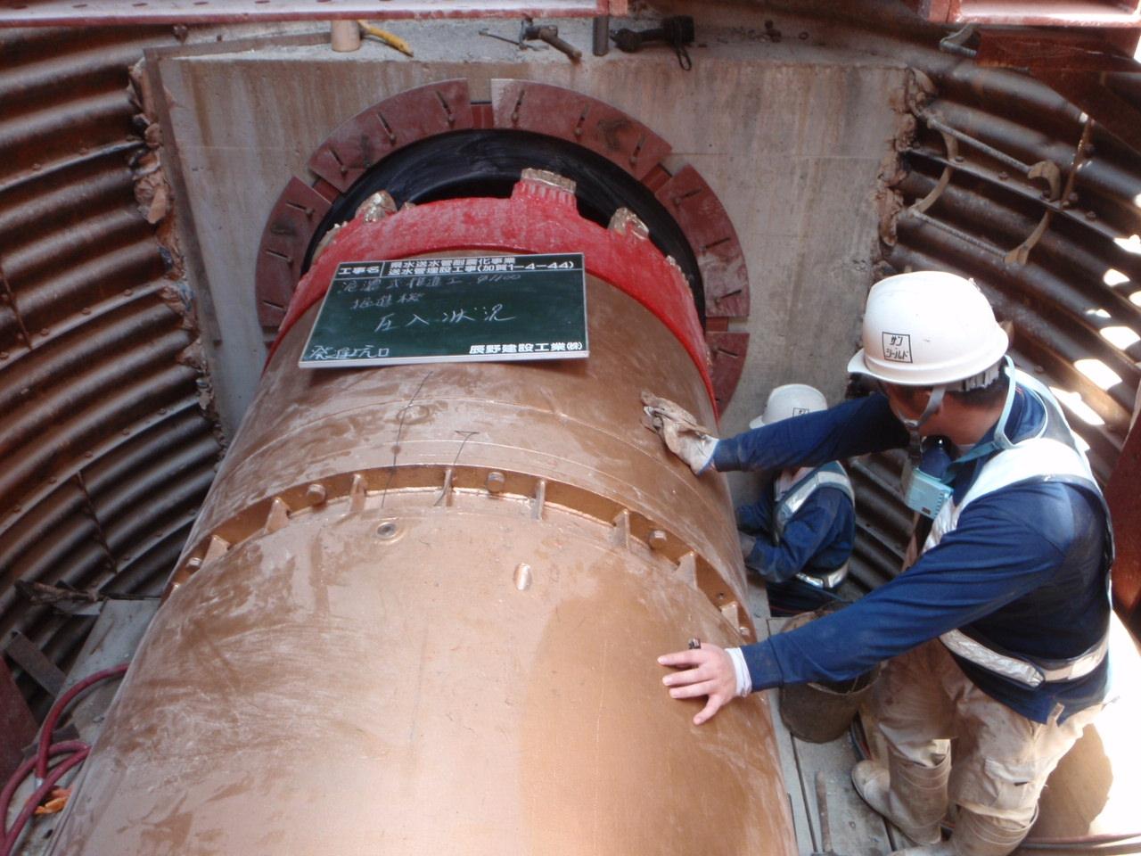 県水送水管耐震化事業 送水管埋設工事(加賀1-4-44) 先導体挿入状況