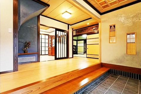 格式を持つ純和風の家