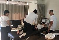 東京リメディアルセラピーアカデミー オイルマッサージ技術習得講座 授業風景2-3|スクール