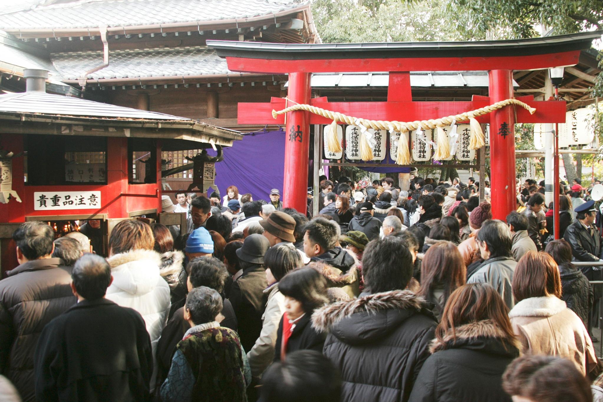 千代保稲荷神社参拝風景