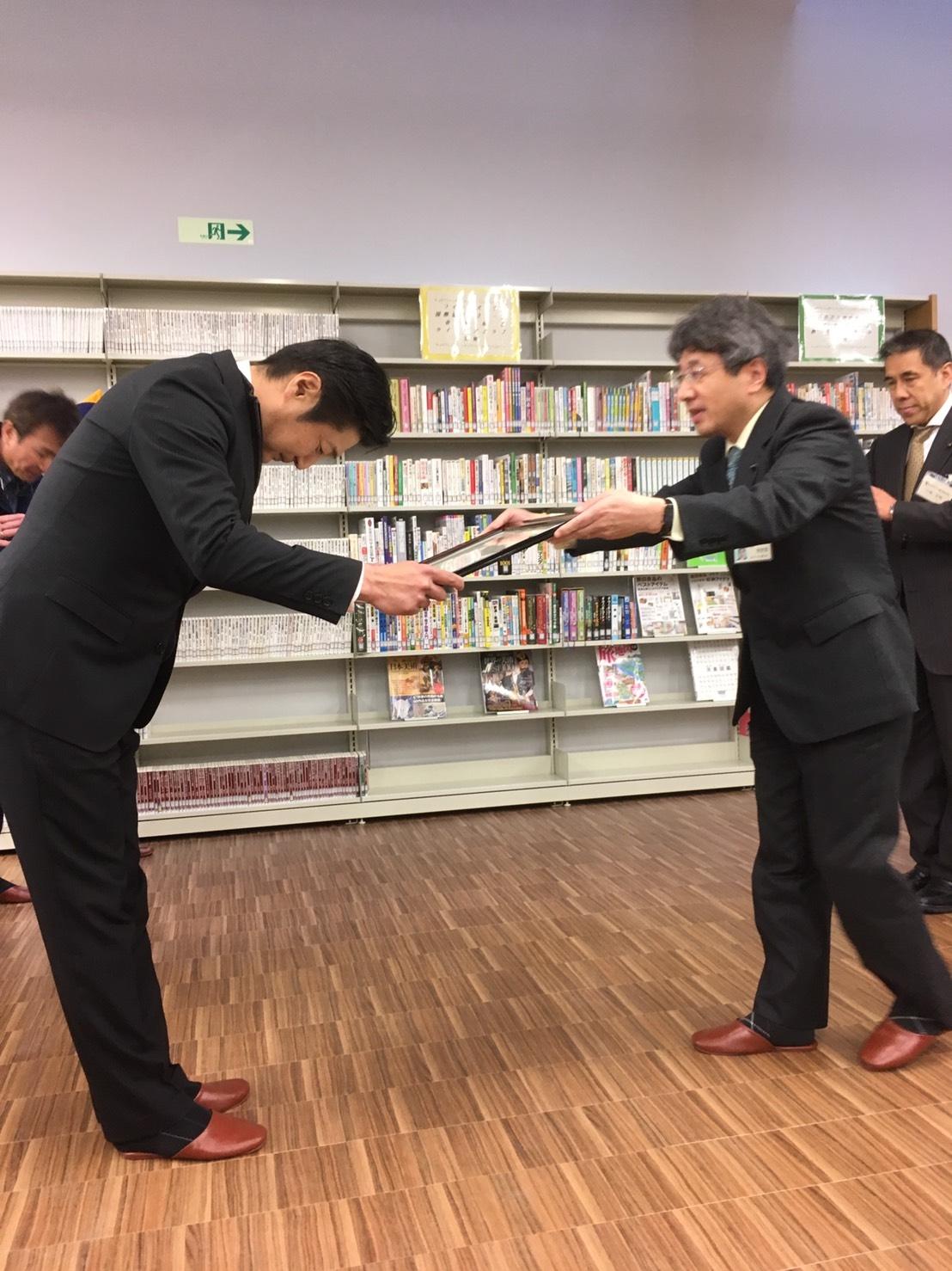 20170207_図書カード贈呈式02