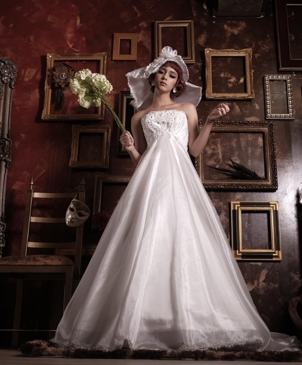 パールの様な程良い輝きのサテンオーガンジーを使ったAラインドレス