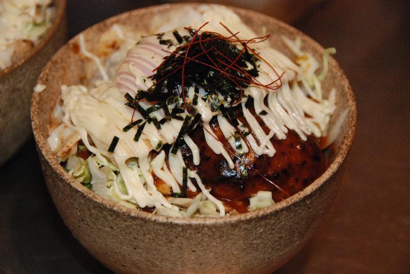 ロコモコ丼 ...800円