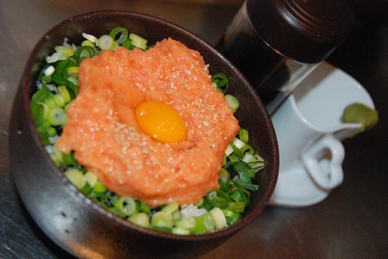 サーモンねぎトロ丼 ...800円