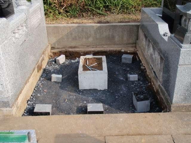 施工の流れ-砕石事業(砕石は約20㎝厚み)と水抜き設置
