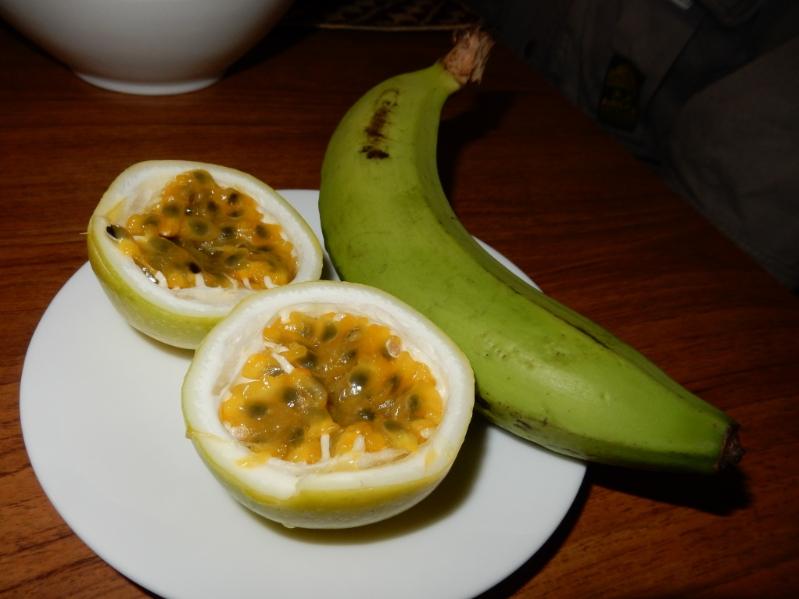 食卓のフルーツ