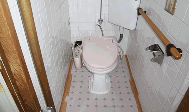 s邸トイレ前