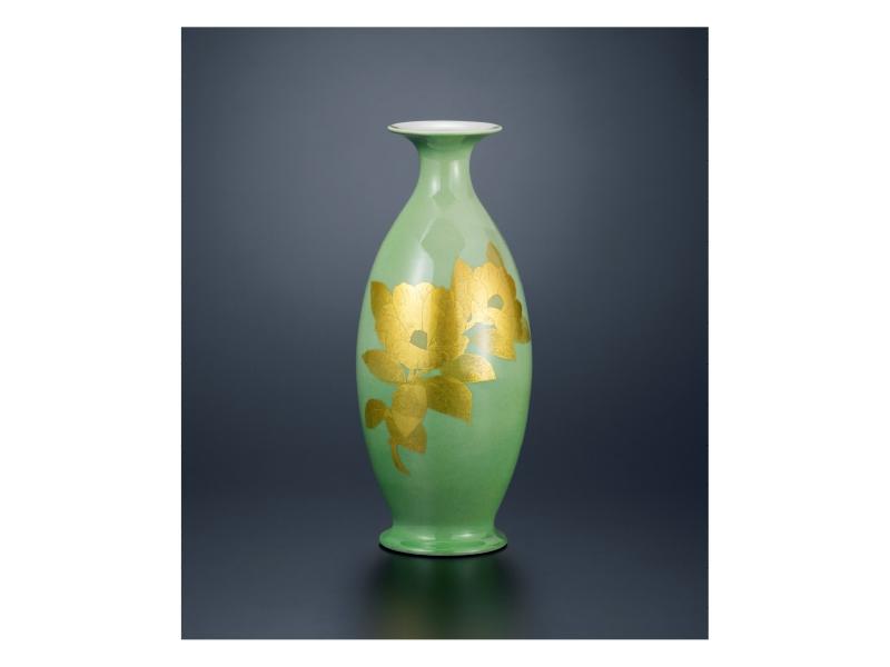 吉田 美統 「彩裏金彩椿文花瓶」©Minori Yoshida
