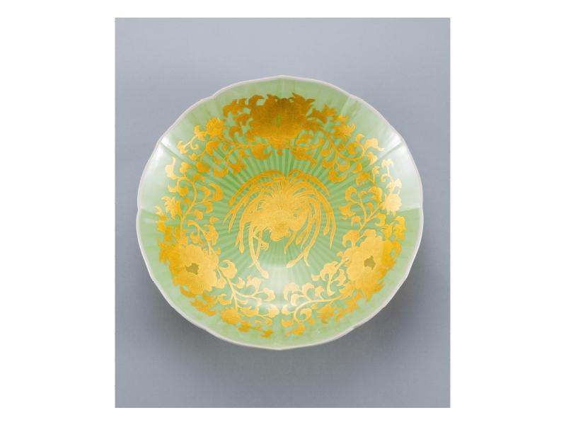 吉田 美統 「彩裏金彩牡丹唐草瑞鳥文飾皿」©Minori Yoshida