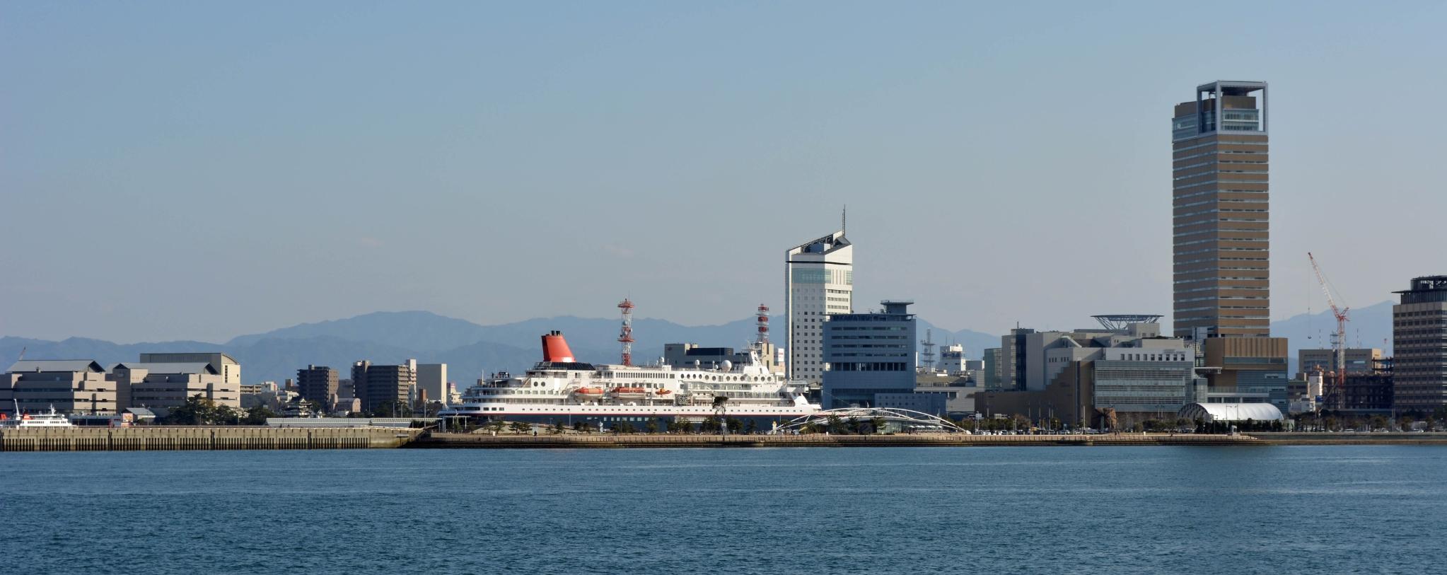 高松港ににっぽん丸
