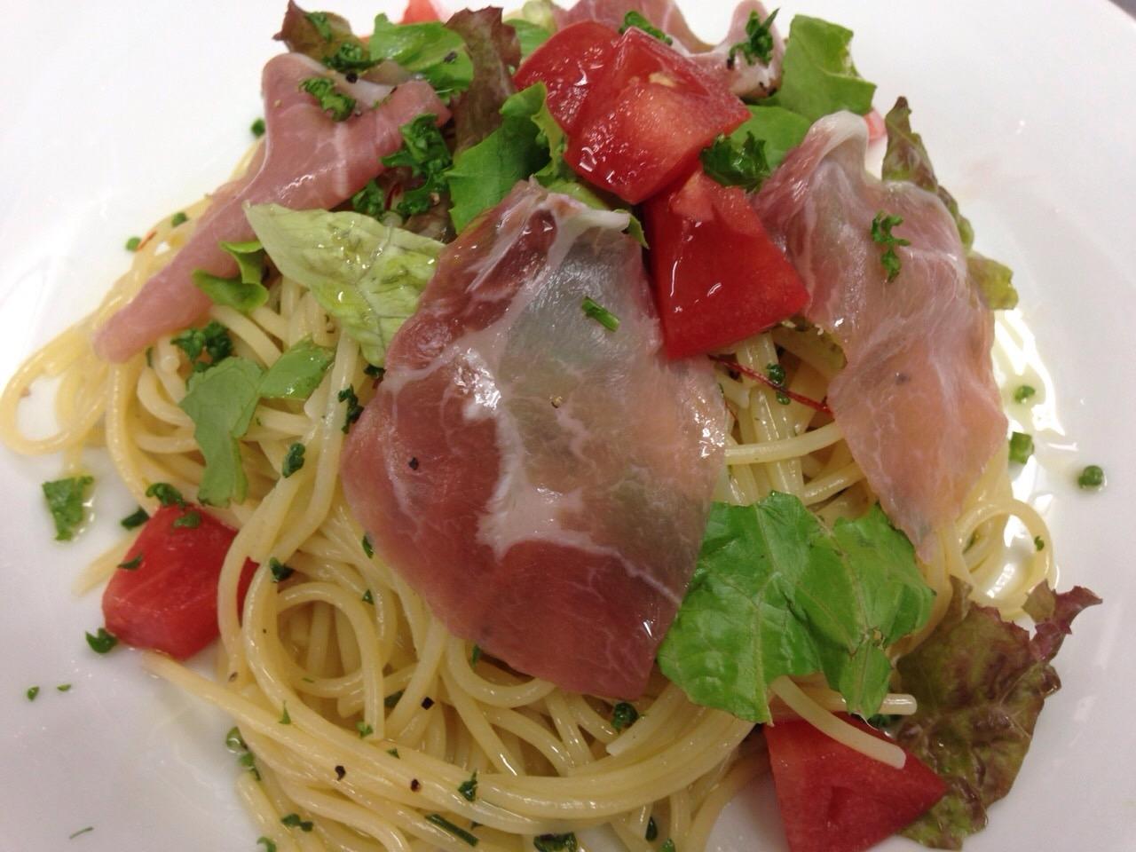 生ハムと野菜のぺペロンチーノ
