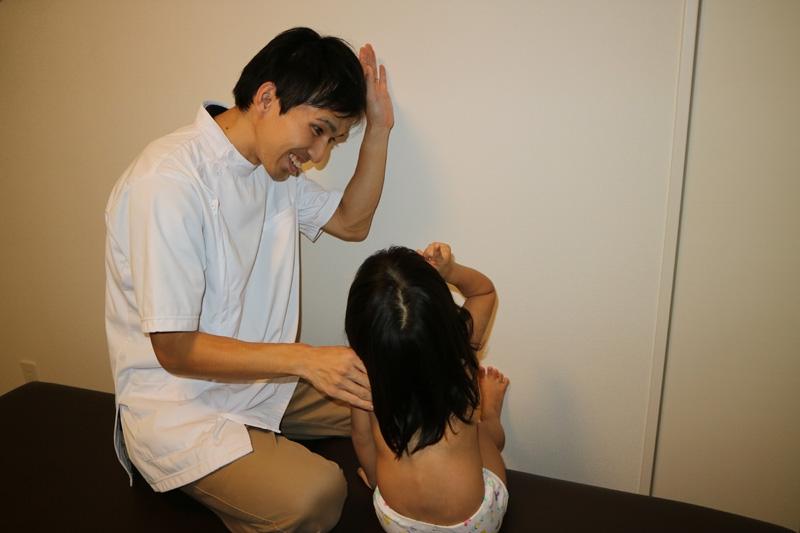 小児はり:使用する鍼(はり)と治療風景5