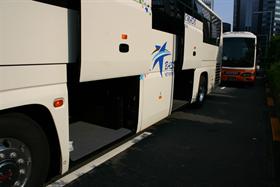 大型サロンバス