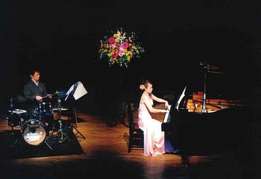 ドラム、ピアノ演奏