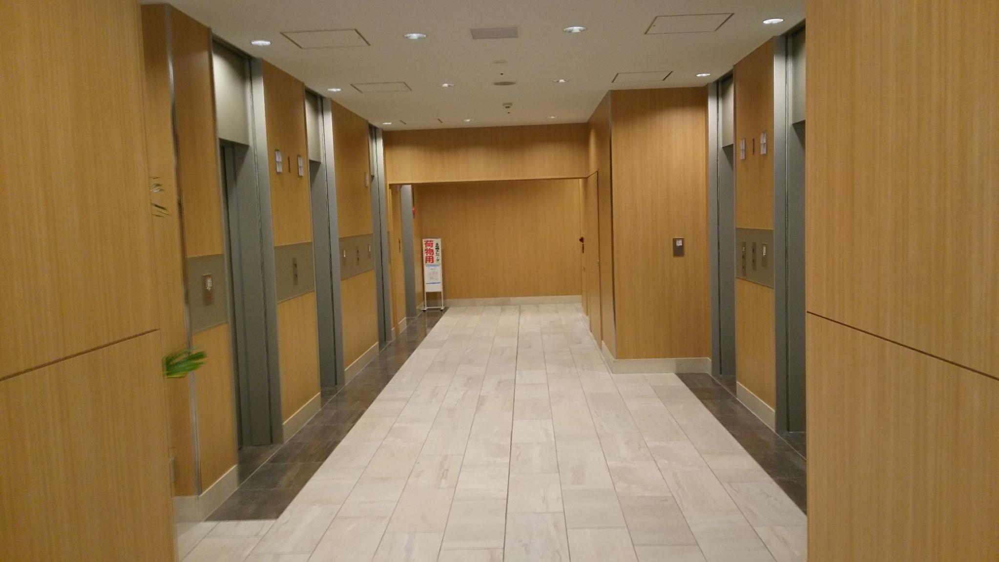 某ビルエレベーターホール改修後