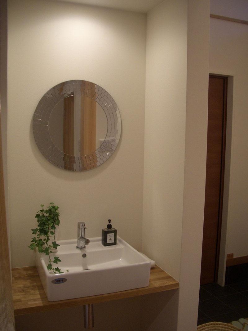 8mの吹き抜けがある家_トイレ手洗い