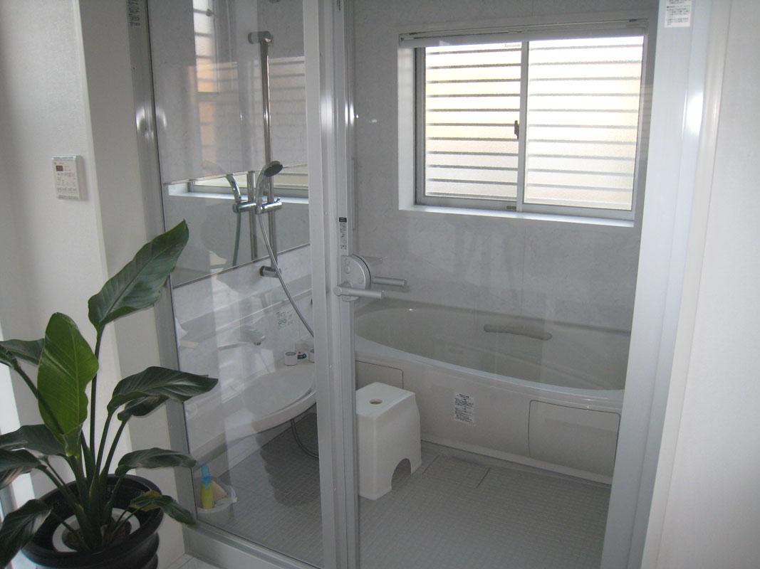 白い箱の家_バスルーム