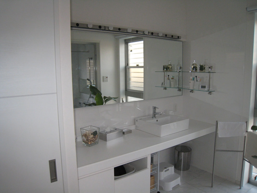 白い箱の家_洗面室