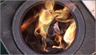 ボタン モミガライトの燃焼