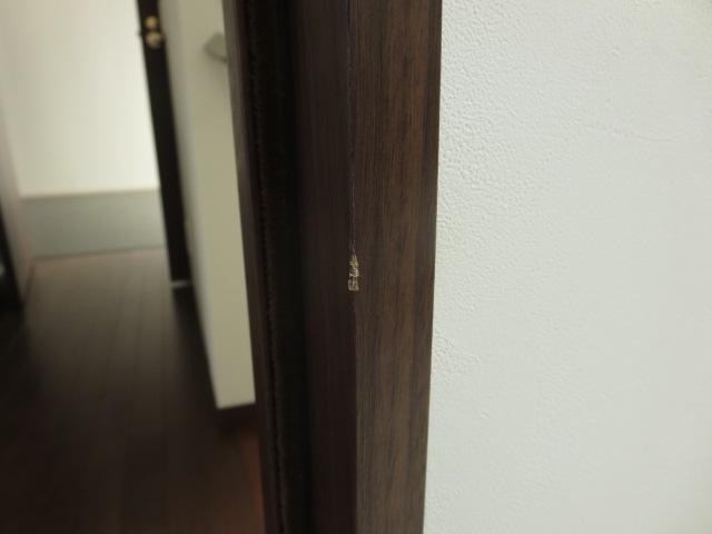 ドア枠キズbefore