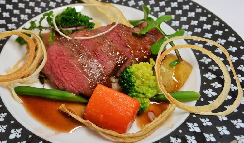 黒毛和牛マルシンのステーキ ソースポルトマデラ