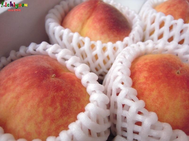 長崎にも桃はあり〼 Today's Fruits ♪