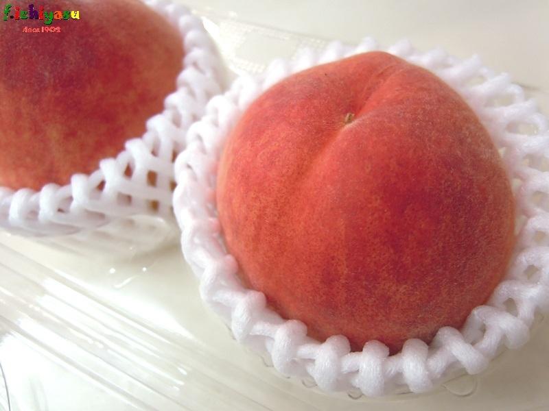 早、桃の季節となりにけむかな… Today's Fruits ♪
