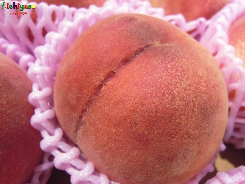 金沢の桃「白鳳」 Today's Fruits ♪