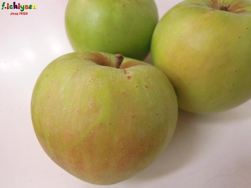 青りんごじゃなくて「つがる」 Today's Fruits ♪
