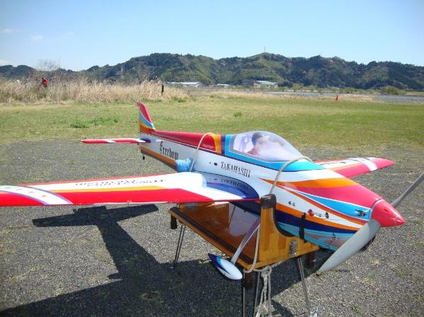 今日も強風で機体を縛り付け!!