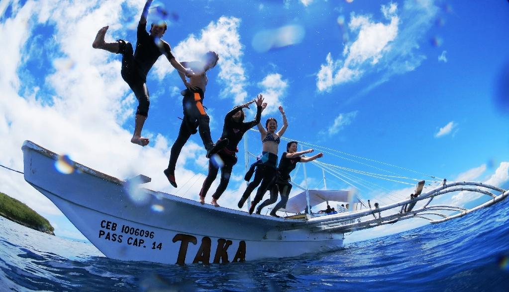 フィリピンでボートからジャーーーンプ♪