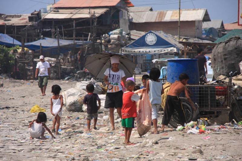 貧困 フィリピン マニラ