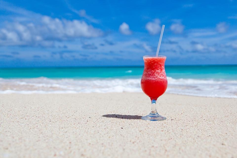 セブ島のビーチでカクテル