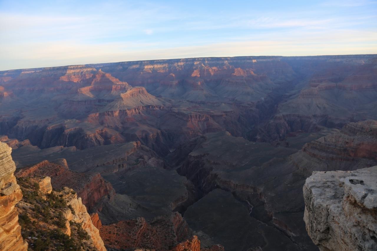 グランドサークル 朝日に照らされるグランドキャニオン Grand Canyon
