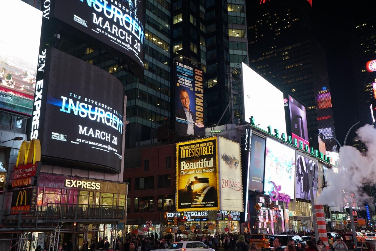 夜 ニューヨークタイムズスクエア