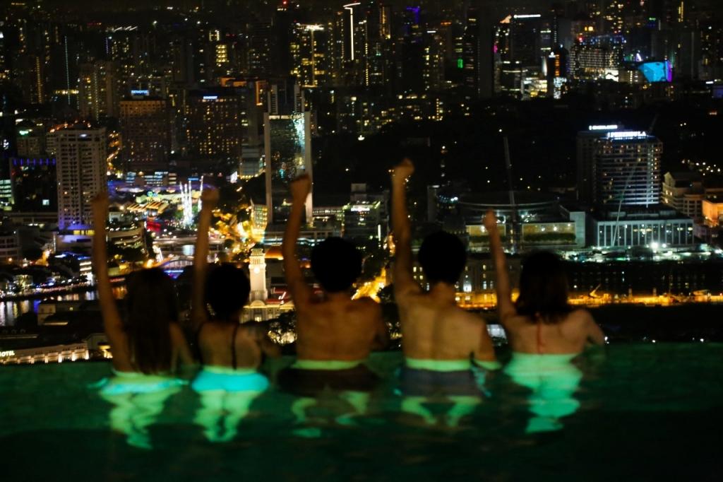 シンガポール マリーナベイサンズ ホテル 屋上プール 夜景